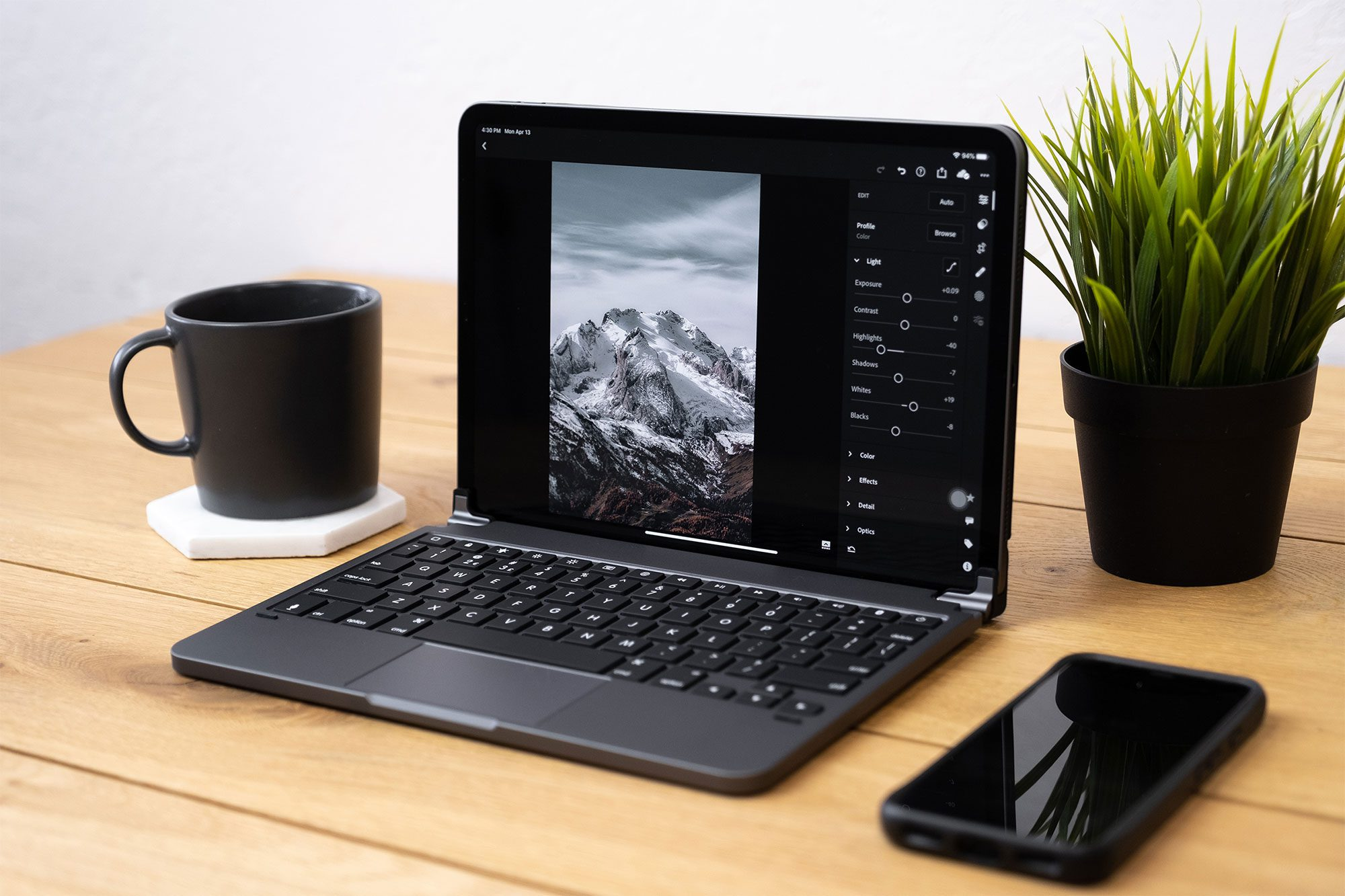 12.9-Brydge-Pro+_SpaceGray_$299-(Side)